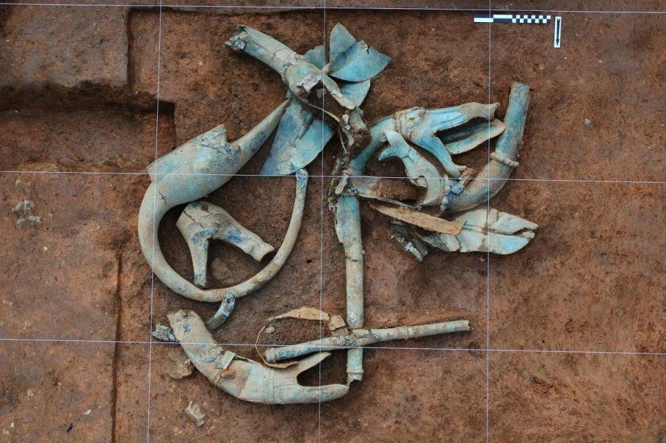 Trompe chalcolithique en terre cuite 20041129e